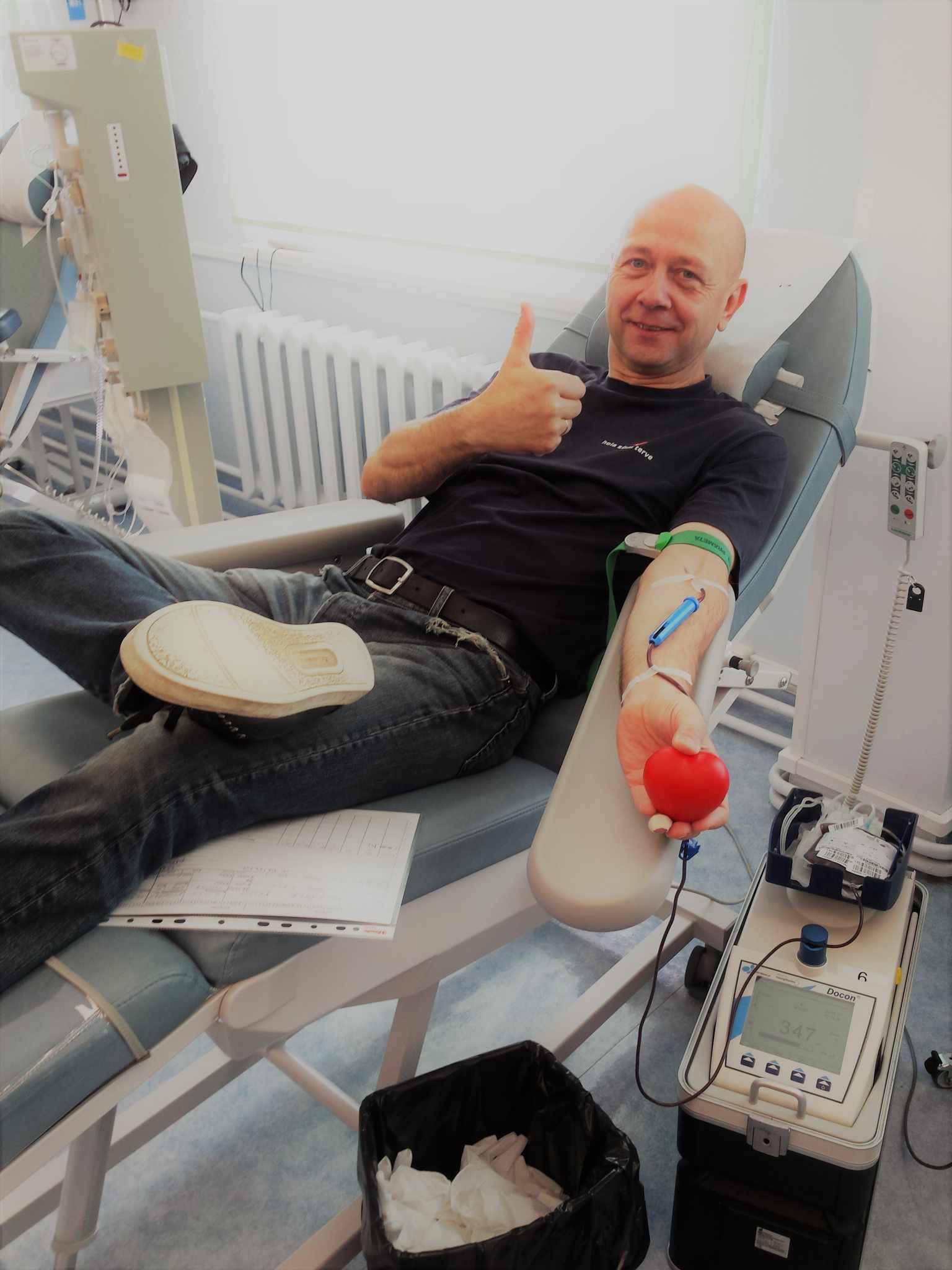 0-negatiivse veregrupiga Vello Vaher käis täna esimest korda elus doonorina head tegemas ning tema positiivsust ja rõõmsameelsust jagus kõigile - nii teistele doonoritele kui ka verekeskuse töötajaile.